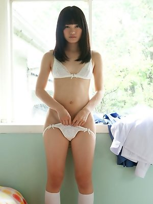 Beautiful Ai Eikura teases us in hot lingerie this early morning