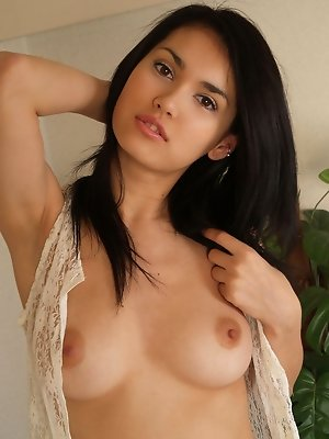 Naked and sexy gravure idol shows off her plump perfect breasts