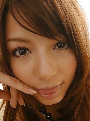 Tina Yuzuki prety teen model she is cute and sexy in the nude